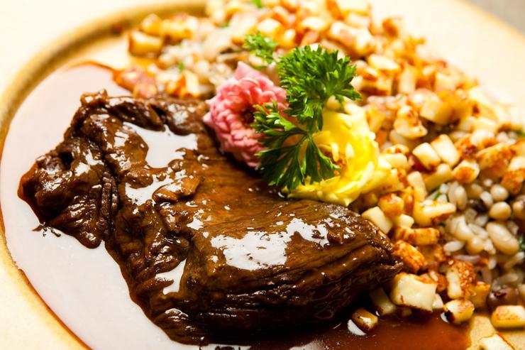 Fraldinha de panela com baião de dois do Restaurante Brasil a Gosto