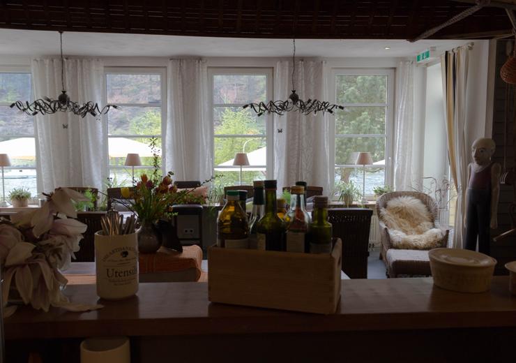 O aconchegante e belo restaurante do Hotel Helvetia, em Schmilka
