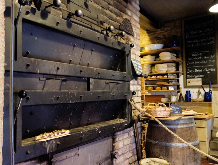 Forno do século XVIII que, até hoje, produz os pães e doces da padaria orgânica do Hotel Helvetia, em Schmilka