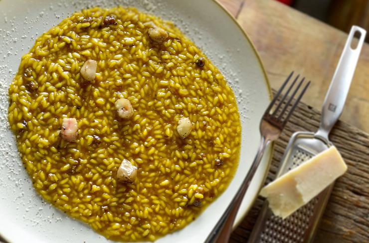 Novo prato da Osteria del Pettirosso: Risoto de acafrão, tutano, redução de caldo de vitela de 72 horas e Grana padano; R$85