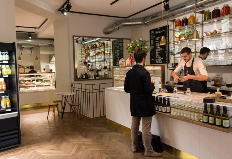 Ambiente do café/rottisseria/doceria Candy On Bone, em Berlim