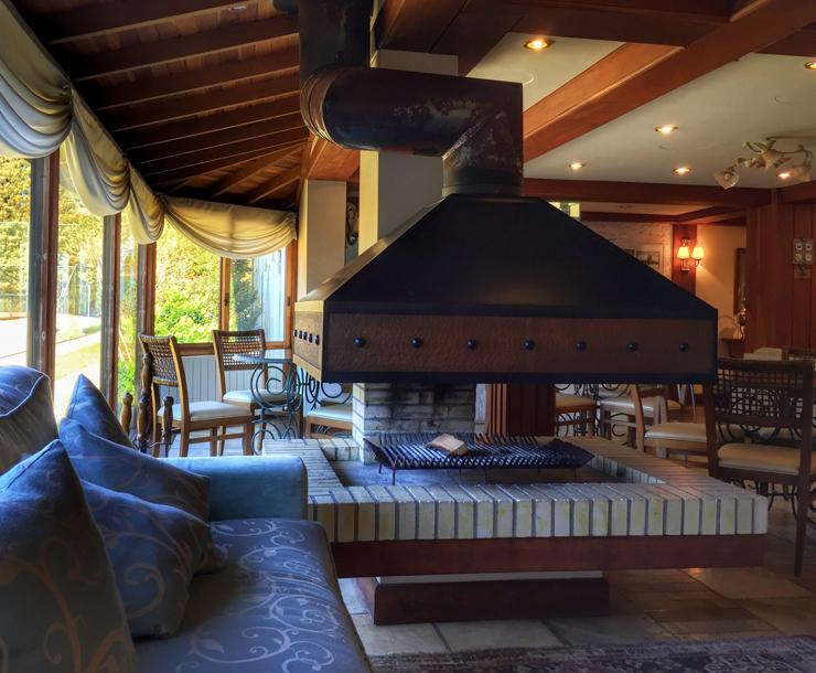 Sala de descanso da área média do Kurotel, em Gramado