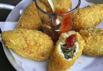 Hit da casa: a porção de coxinhas de pato. No Solos Cozinha & Bar