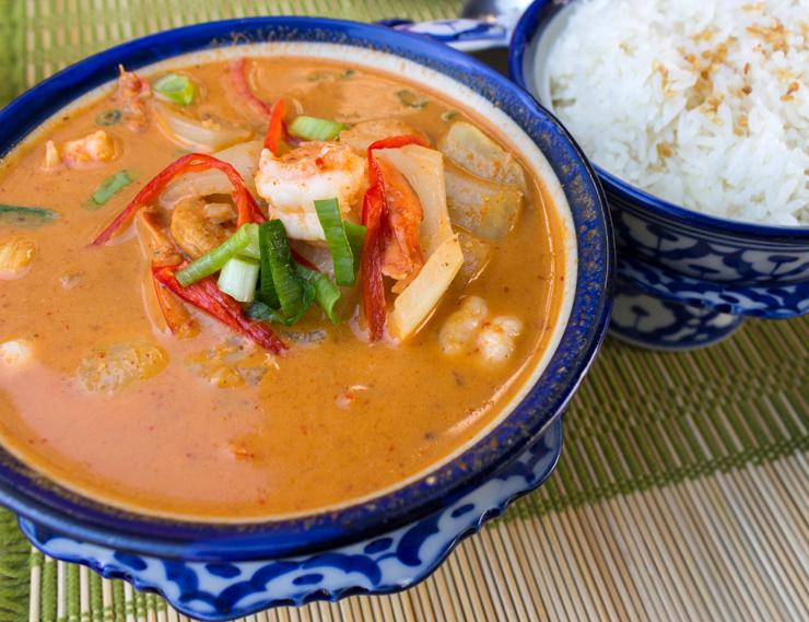 Do novo Thai Chef: Kang Massamun. Curry tailandês, leite de coco, batata doce cozida, cebola, amendoim torrado, castanha de caju e camarão