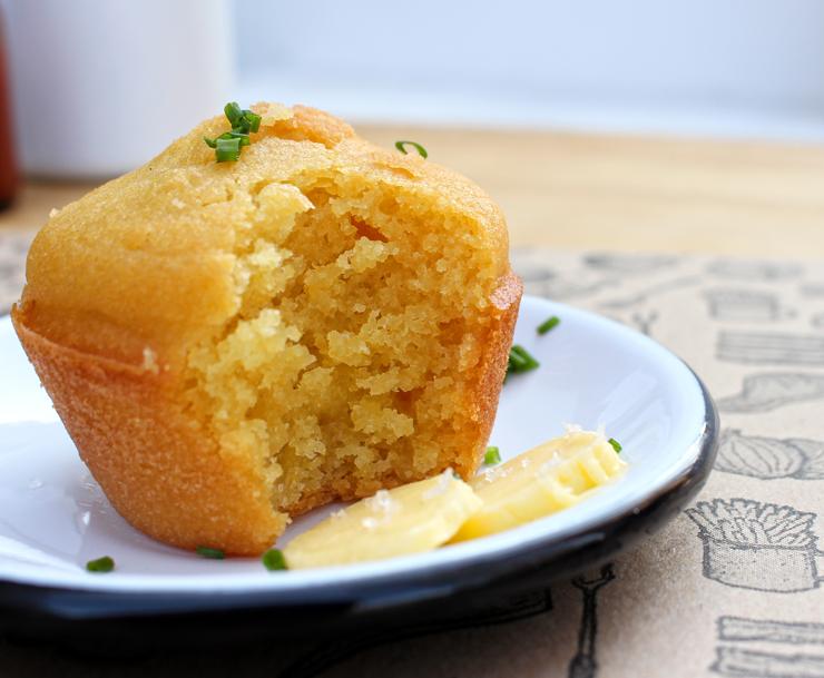 Para dar aquela calibrada na fome, o macio e adocicado Corn Bread Muffin (bolinho de milho)