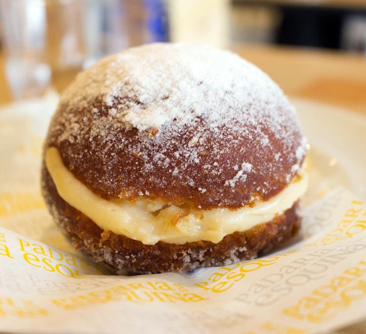 Deliciosa Bola de Berlim (R$ 7,50), o equivalente português ao nosso sonho.