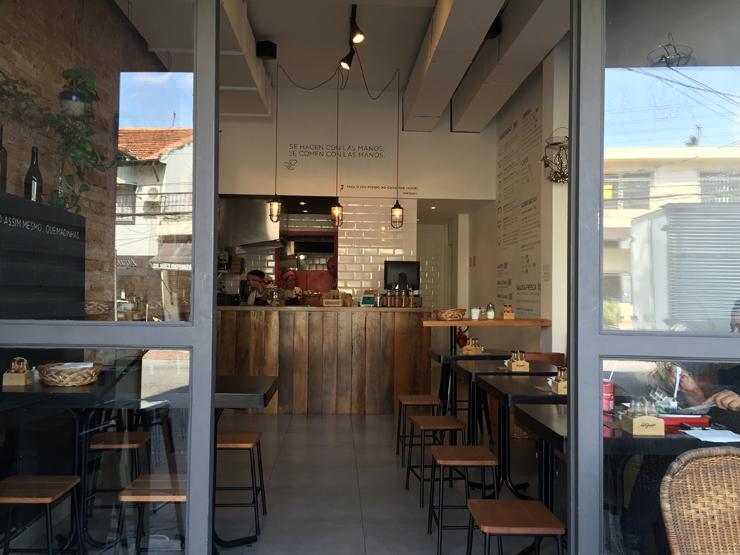 O pequeno salão do novo La Guapa, na Rua dos Pinheiros