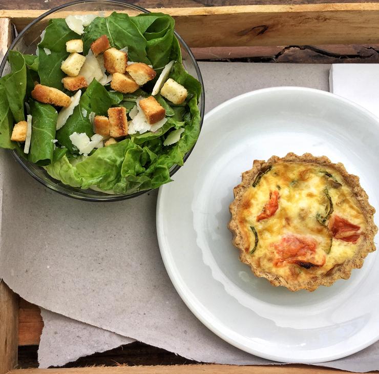 Quiche de legumes com salada da Mesa 3 Temporada Amoreira