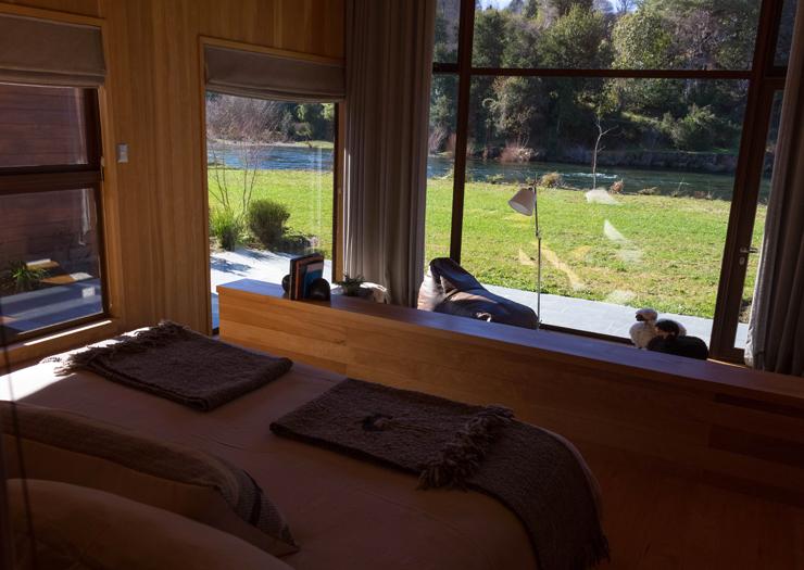Meu quarto no hotel Vira Vira: 75 metros quadrados de pura beleza defronte ao rio Liucura