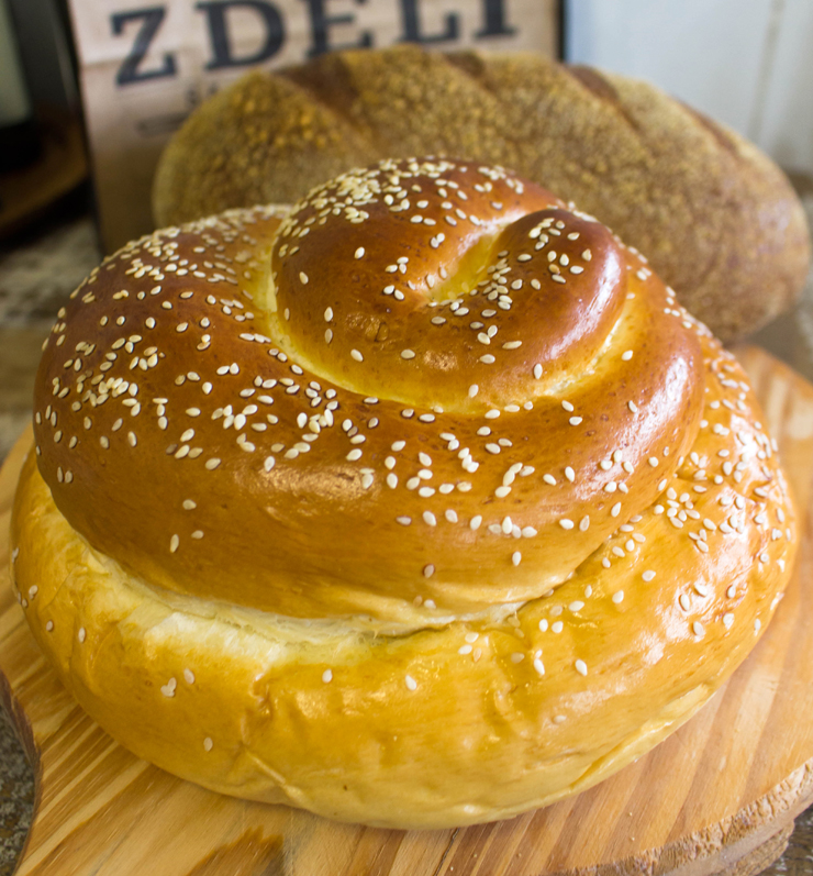 Macio challah e pão de centeio da Padaria da Z Deli, em Pinheiros