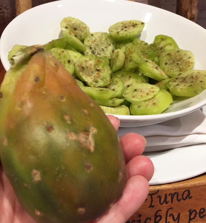 Tuna, o fruto do cacto típico desta região, com sabor de pera. Conhecido no Brasil como figo da índia. Esse eu comi no bufê de café da manhã do Hotel Alto Atacama