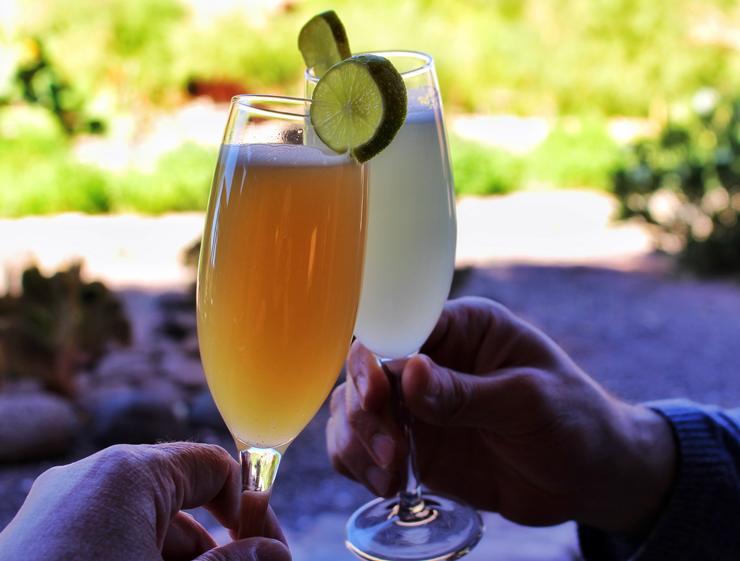 Piscos sours para brindar a chegada no Hotel Alto Atacama: lá, todas as refeições e bebidas (alcoólicas e não) são inclusas na diária, assim como os passeios