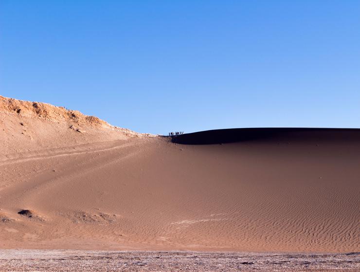 Dunas, montanhas e a insignificância das pessoas no Vale da Lua, no Atacama