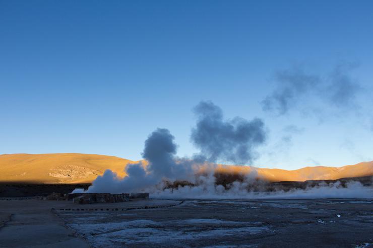 Nascer do dia nos Geyers Del Tatio, no Atacama