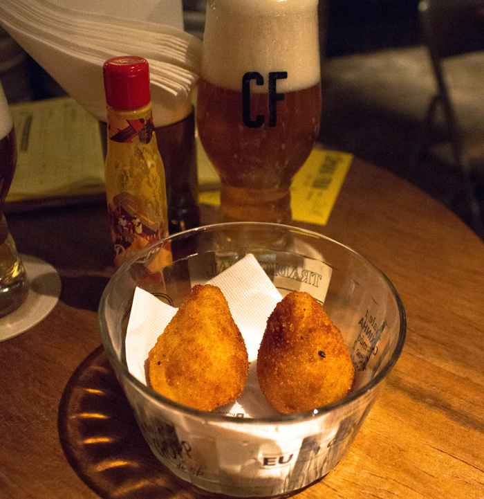 Dupla de coxinhas do Original - opção de petisco no novo bar Câmara Fria