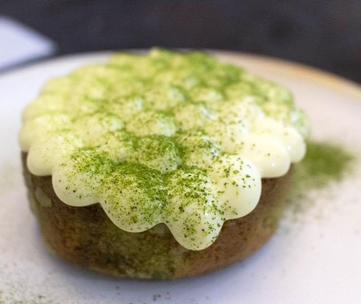 Sobremesa do Lilu: Bolo mármore de erva mate coberto com creme de limão