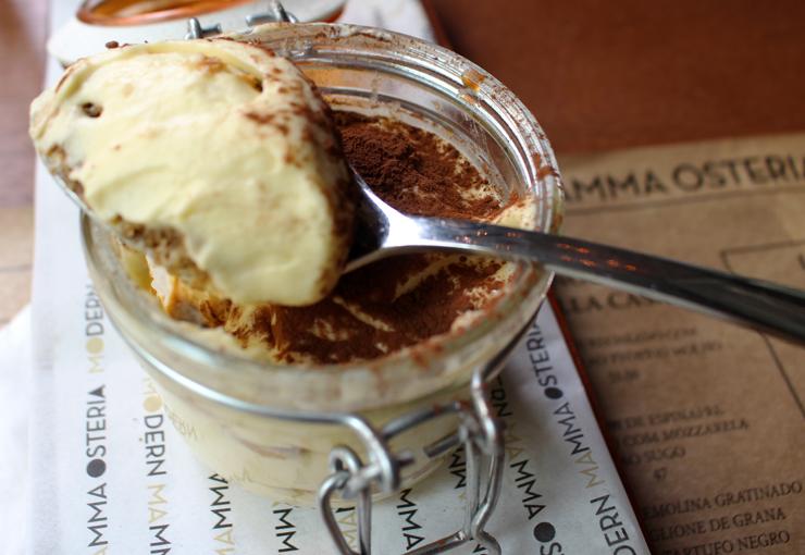Tiramisú do Modern Mamma Osteria: caro, escessivamente doce e sem sabor de café