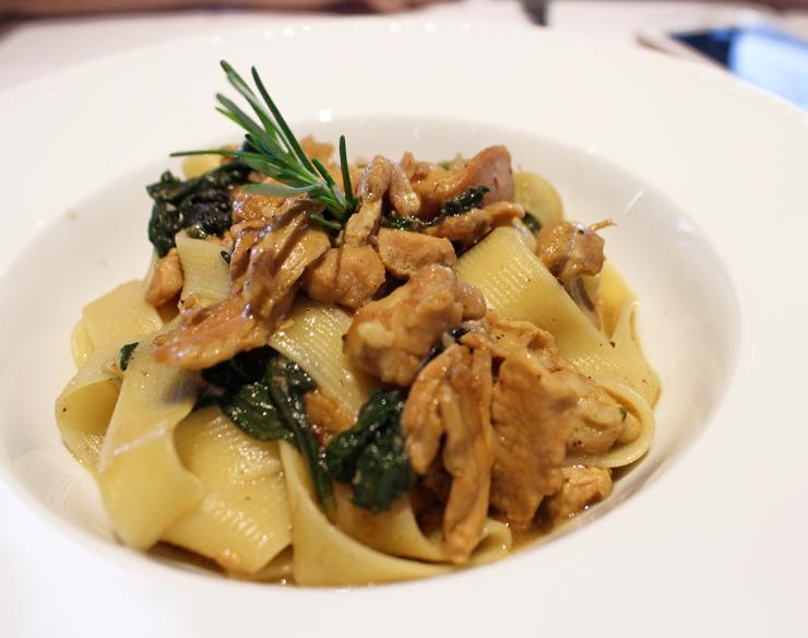 Uma das melhores massas que comi nos últimos tempos: Pappardelle ao ragú de coelho do Casa Ravioli