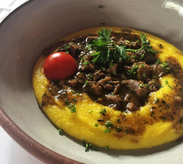Polenta cremosa com ragu de cordeiro do Des Cucina: excelente