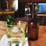Meu drinque favorito no Guilhotina bar: Elixir clarificado Milk Punch: mix de destilados de cana (rum e cachaça), pimento, licor de ervas, abacaxi, água de coco, lichia, cítrico e especiarias clarificado no leite