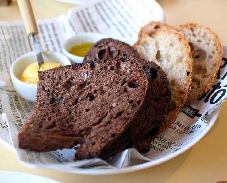 Os sensacionais pães de fermentação natural do Esquina Mocotó