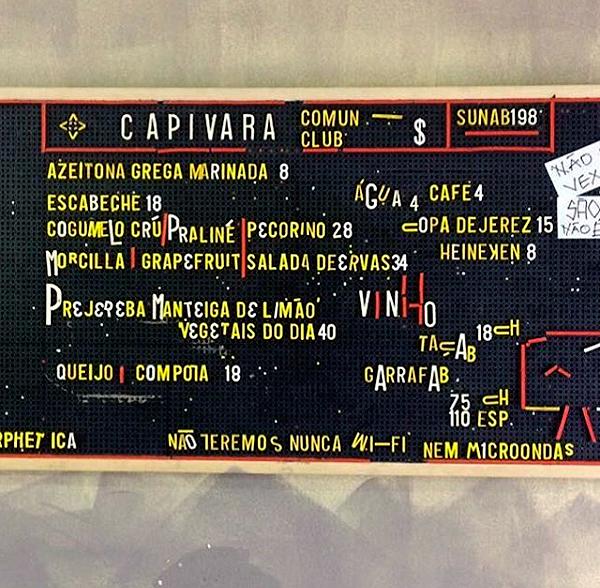 O cardápio do Capivara muda todos os dias e fica afixado na parede